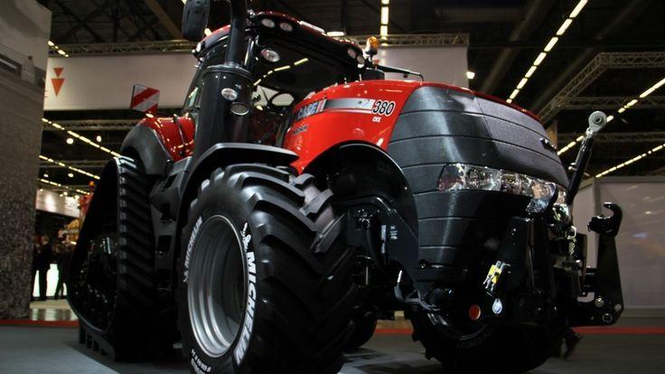 Case IH AccuTurn er en ny funktion, der automatiserer vendingen på forageren og styrer traktoren præcist ind i det næste træk på marken.
