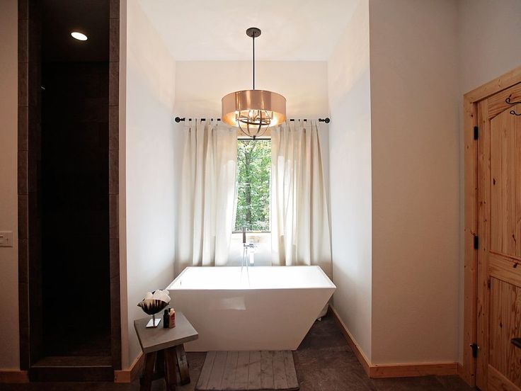 Take full advantage of this soaker tub in Broken Bow, Oklahoma! #cabin