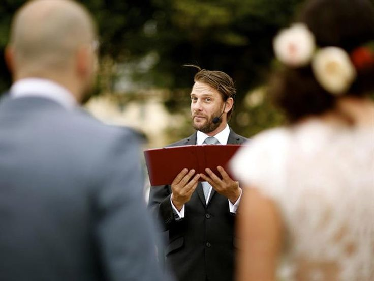 Benny Roff [MELBOURNE] is part of a small but growing group of Melbourne marriage celebrants that consider good performance and natural storytelling.