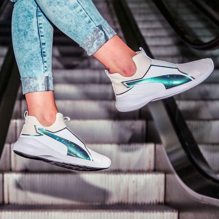 No te pierdas estas Puma Rebel en ⚪blanco⚪ ➡ Ya en nuestras tiendas y en 👉 https://www.zapatosmayka.es/es/catalogo/mujer/puma/deportivos/zapatillas/121060061832/rebel-mid-wns-swan/