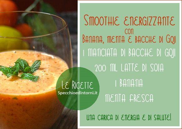 smoothie energizzante con banana, menta e bacche goji