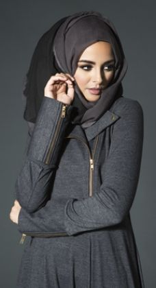 Hijab Fashion 2016/2017: Everyday | Aab Kawasaki Abaya  Hijab Fashion 2016/2017: Sélection de looks tendances spécial voilées Look Descreption Everyday | Aab Kawasaki Abaya