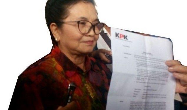 """Jadi Viral """"Memoar Siti Fadilah Dari Rutan KPK Pondok Bambu""""  [Mantan Menteri Kesehatan era SBY Siti Fadilah Supari ditahan KPK di Rumah Tahanan (Rutan) Pondok Bambu. Meski di dalam penjara pikiran kritisnya tak pernah mati. Bahkan ia tak pernah ketinggalan mengikuti informasi tentang hiruk pikuk di luar penjara. Ia kemudian menuangkan kata-kata dalam pikirannya itu menjadi rangkaian kalimat dalam sebuah surat yang diberikan kepada dr Ni Nyoman Indira saat membesuknya. Surat/Memoar ini…"""