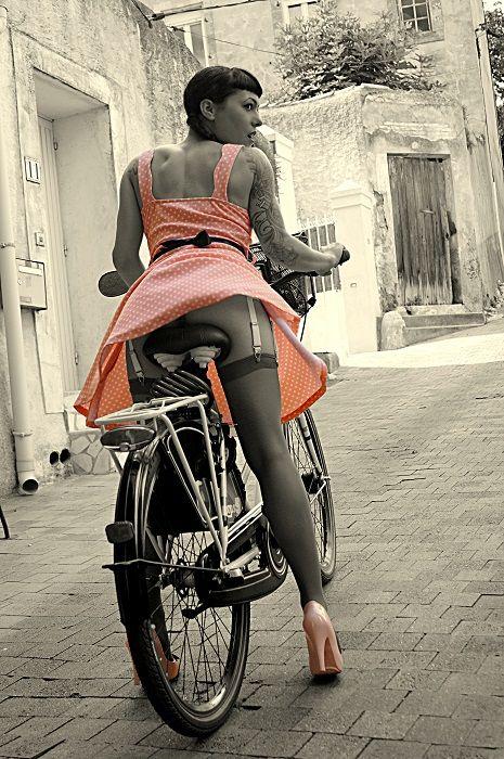 pinup-rachelmoon: Bicycle Pin Up girl