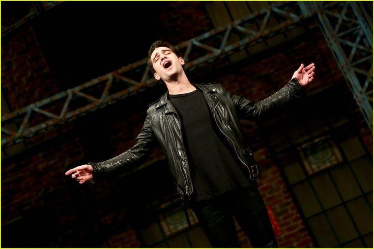 Брендон Ури исполнил роль в мюзикле Kinky Boots - http://rockcult.ru/news/brendon-urie-kinky-boots-musical-broadway/