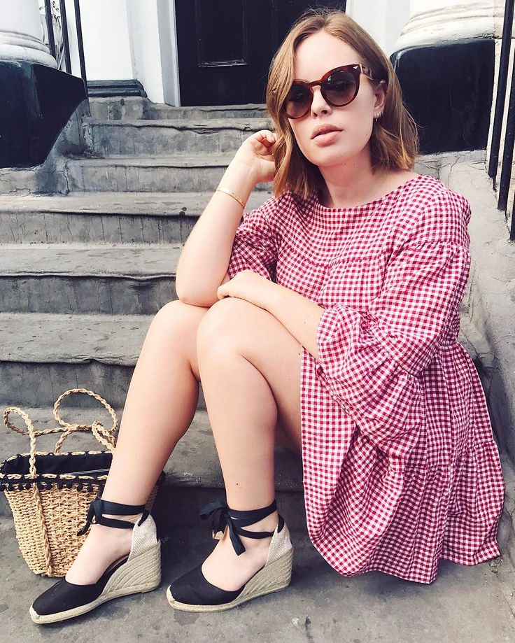 """49.1k Likes, 176 Comments - Tanya Burr (@tanyaburr) on Instagram: """"Dressed for summer today even though it's 14 degrees ☁️"""""""