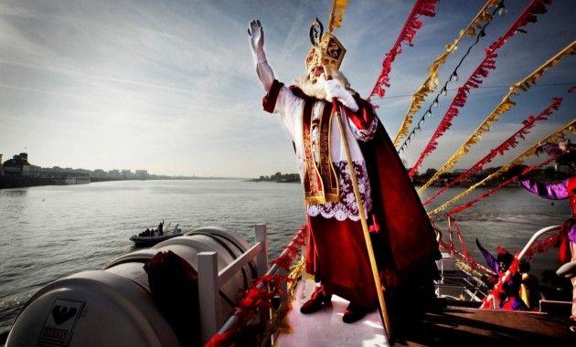 Sinterklaas' stoomboot in Antwerpen