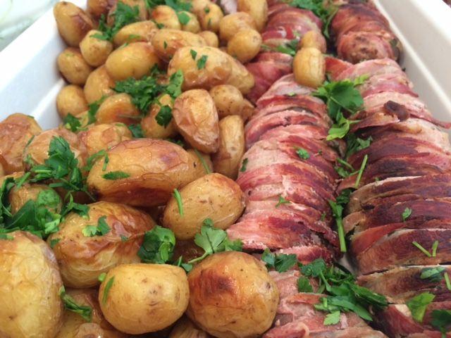 Svinemørbrad med bacon og salvie og ovnbagte kartofler
