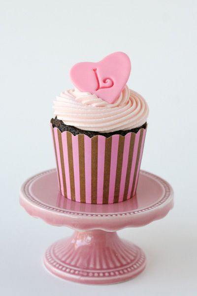 Pink Monogram Cupcake (How to Make Simple Fondant Toppers)