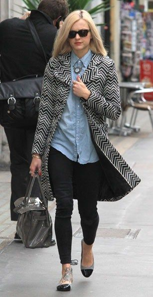 I love denim so much and it's often hard to find a good way to wear denim on denim but Fearne Cotton has done it gorgeously right here #loveit
