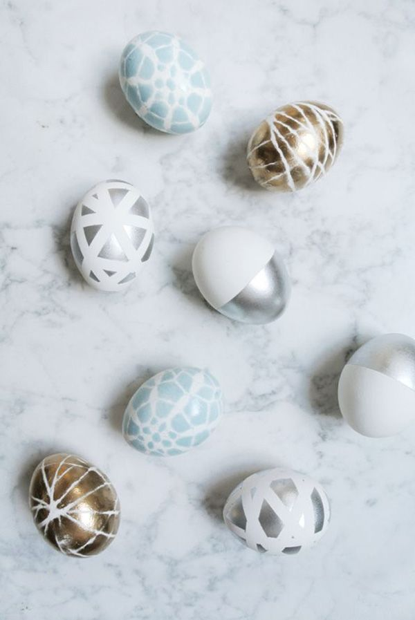"""Just saying """"chic Easter egg decorating"""" sounds a little funny – Easter eggs tend to be boring pastels or over saturated kid colors, aka not that interesting. But these days, with…"""