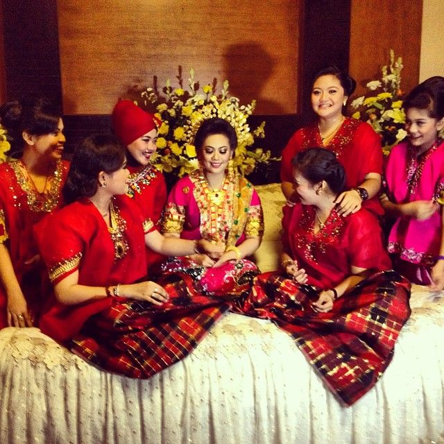 .@esyasy | sisterhood #bride#to#be#mappacci#bugis#wedding | Webstagram
