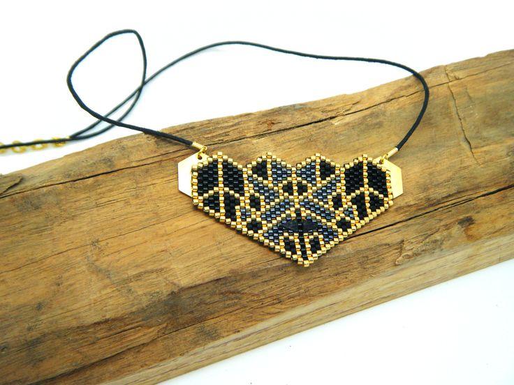 Collier perles tissées origami noir : Collier par onlythewood