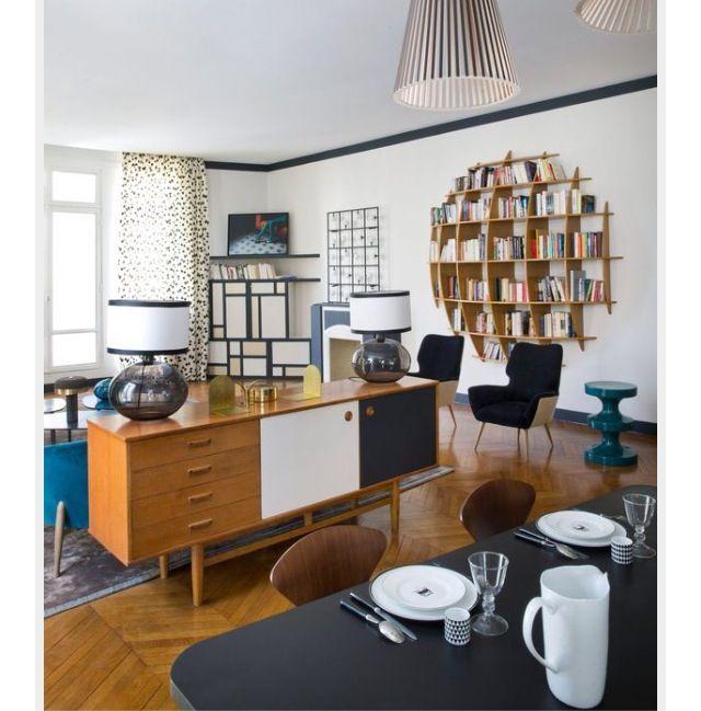 Separation salon et cuisine avec meuble derriere canape