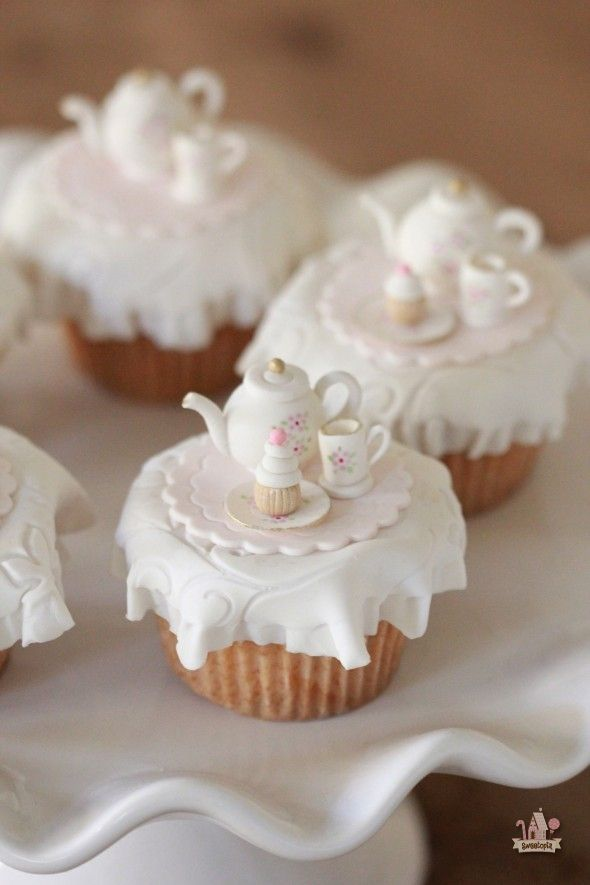 Vanilla Pumpkin Spice Cupcakes | sweetopia.net