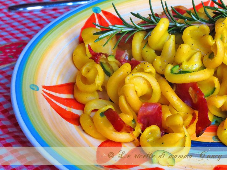 pasta vesuvio con zucchine e speck