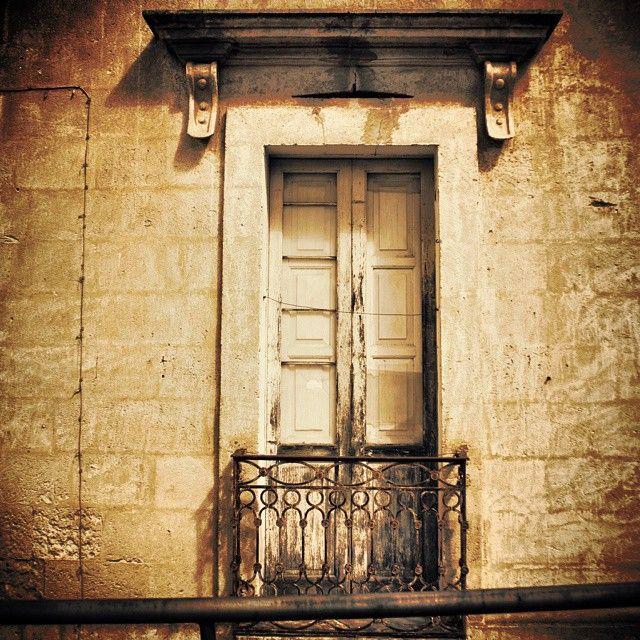Un vecchio balcone a #Irsina #Matera