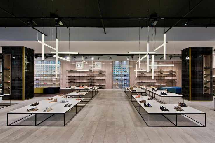 Gallery of Shoe Gallery / Plazma Architecture Studio - 4