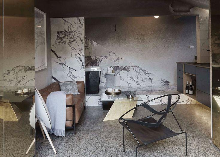 Wynajmując hotelowy pokój, albo mieszkanie kierujemy się piękną obietnicą przestrzeni i dodatków.  Ale czy nie kusi nas czasem udomowienie niektórych elementów? Studio projektowe Edvarda Moore z Melbourne urzeczywistniło to marzenie. Jeśli wygodnie śpimy na