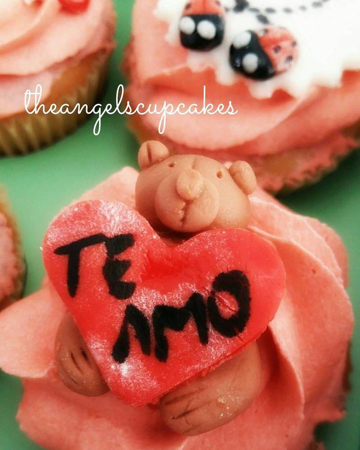 Cupcakes dia de los enamorados.  Para pedidos escribe a theangelscupcakes@gmail.com y con gusto te enviaremos un presupuesto  #pasteleria #diadelosenamorados #reposteria #caracas #ccs #postre #dulce #regalo #sanvalentin #14f #cupcake #torta #ponque 14defebrero