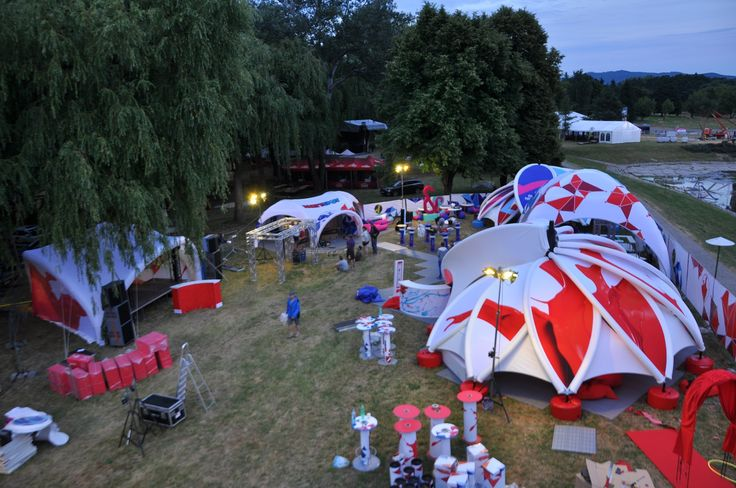Introducing our new innovative inflatable AXION flower.  The unique design of the FLOWER is inspired by nature. Sure to grab attention at any event, promotion or festival - www.stretchstructures.com