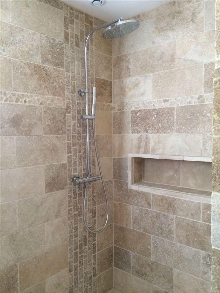 Salle de bain travertin douche italienne niche   Bathrooms  Travertine bathroom Bathroom
