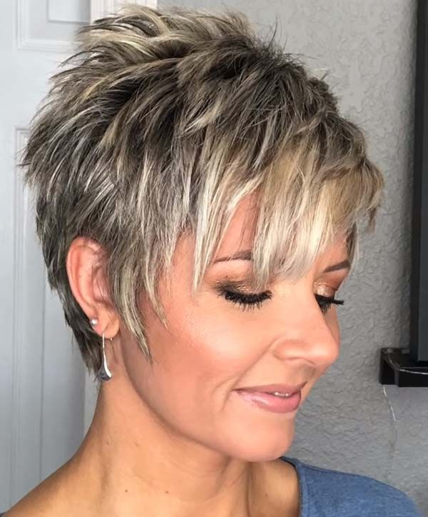 Short Layered Hairstyles With Bangs For Women Over 40 Shorthairstyles Thick Hair Styles Short Hair With Layers Short Choppy Hair