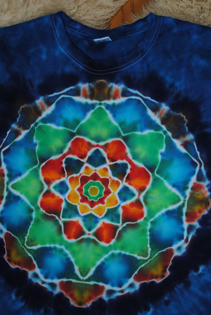 Tričko+3XL+-+V+tůni+květ+Originální,+pánské,+batikované+tričko,+velikost+3XL.+132+cm+přes+prsa,+délka+75cm,+vysoká+gramáž+180g/m2.+Barveno+kvalitními+reaktivními+barvami,+praní+doporučuji+v+ruce+kvůli+možnému+zaprání+bílých+částí,+barvám+pračka+neublíží.+Možno+odebrat+a+vyzkoušet+v+Brně.