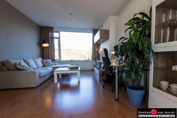 Zoek jij een prima 2-kamerappartement op een mooie locatie in Alkmaar-De Hoef? Dit appartement ligt op loopafstand van het recent gemoderniseerde winkelcentrum 'De Hoef' en op fietsafstand van de gezellige binnenstad. Meer weten? Klik hier: http://www.makelaar-alkmaar-dapper-vanaalst.nl/woning/alkmaar-van-ostadelaan-48/