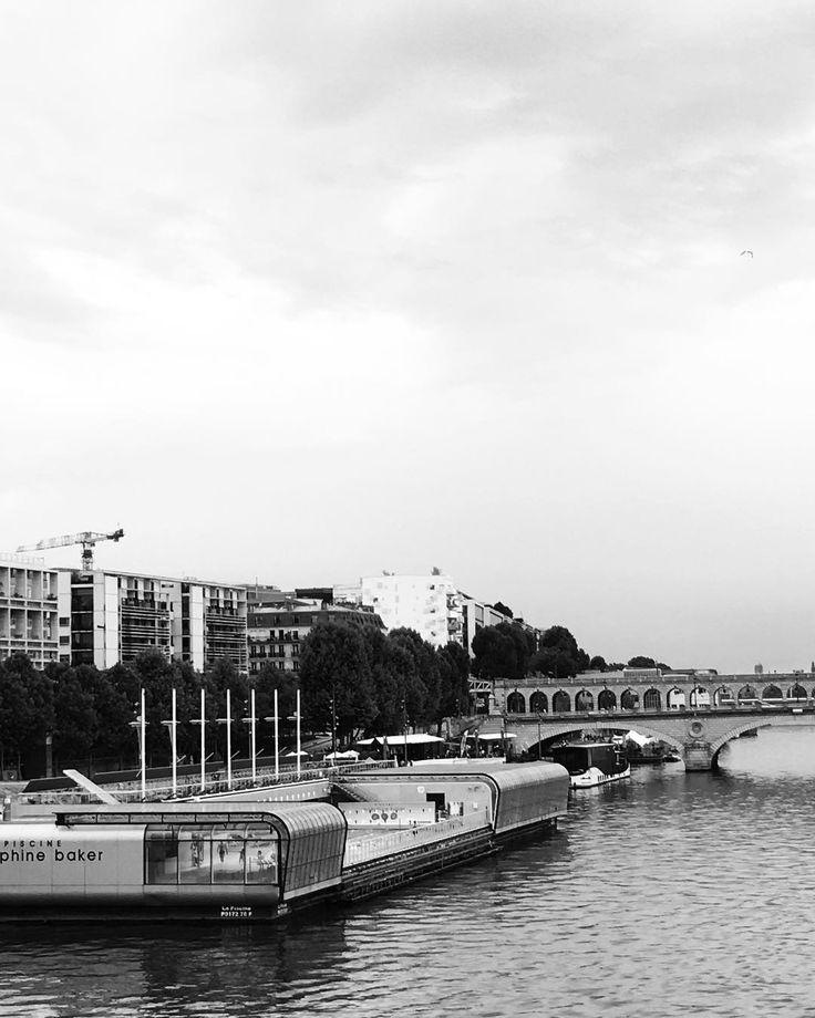 Piscine Joséphine Baker Tourist__ #blackandwhite #bnw #bns #swimmingpool #baker #josephine #monochrome #minimal #tourism #tourist #streets #bridge #view #paris #パリ #parisjetaime #parismaville #love #travel #instagood  #フランス #architecture #architecturephotography  #アーキテクチャ #sky #river http://misstagram.com/ipost/1570985058118805712/?code=BXNQpZAnijQ
