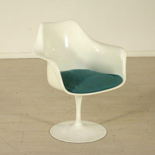 Tulip Chair by Eero Saarinen Metal Basement Plastic Structure Vintage Italy 70s #Italian #Armchairs