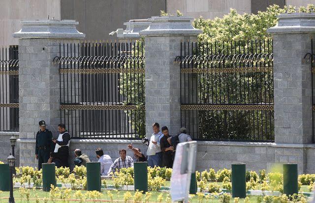 Ataques a parlamento iraniano e mausoléu do aiatolá Khomeini deixam sete mortos.