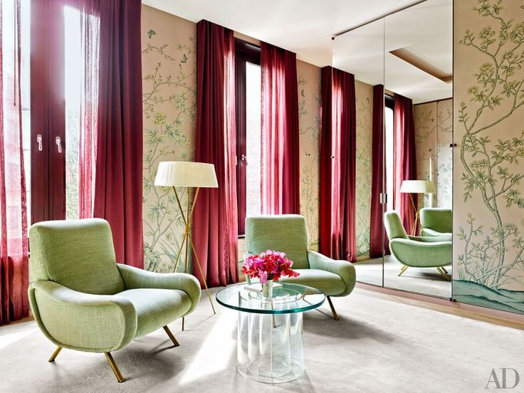 A de Gournay wall covering enlivens Santos's dressing area; the carpet is by Fort Street Studio.