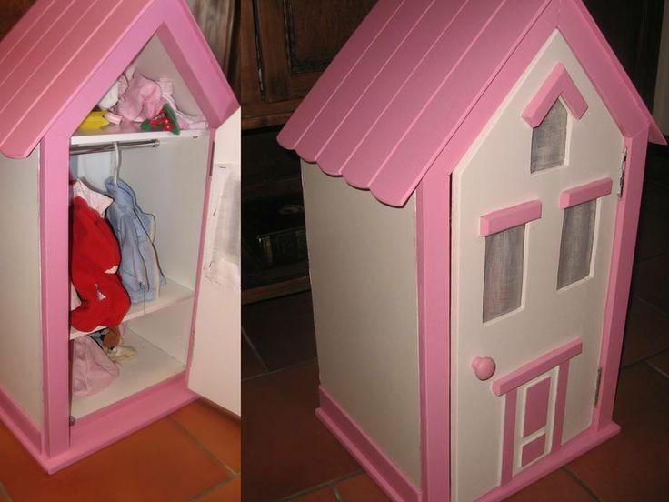 Aparador De Comedor Uruguay ~ un armario para ropa de muñecas con forma de casita de MONDEMA ARTESANOS mueblds infantiles