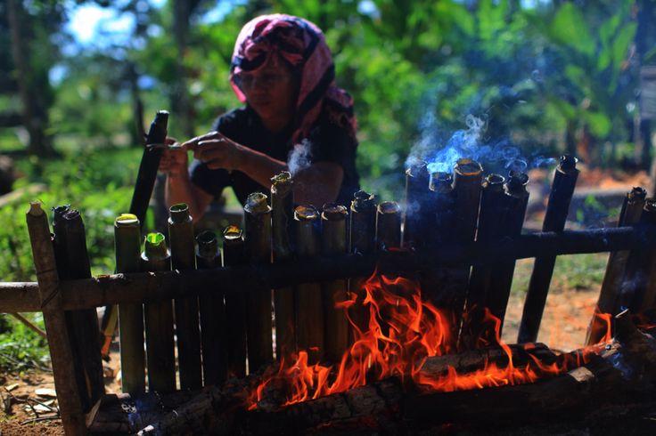 Membakar Nasi Bambu