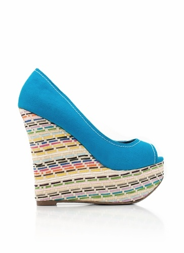 Slip your pretty lil' feet into these pretty lil' peep-toe wedges. They're perfect for those days when you wanna add a remix of color to your ensemble.