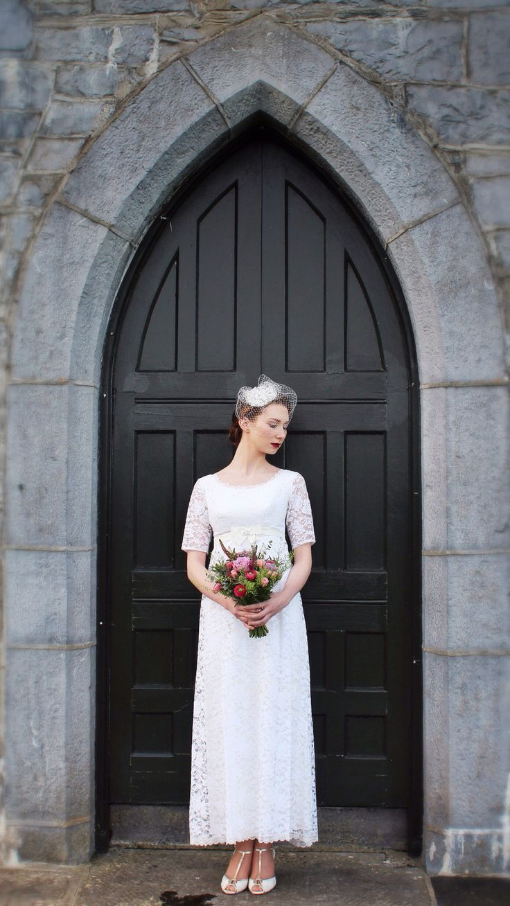 1960s Lace vintage wedding dress | empire waist | lace sleeves | red lips | bridal makeup | vintage makeup | birdcage veil www.vintagepearlbridal.ie