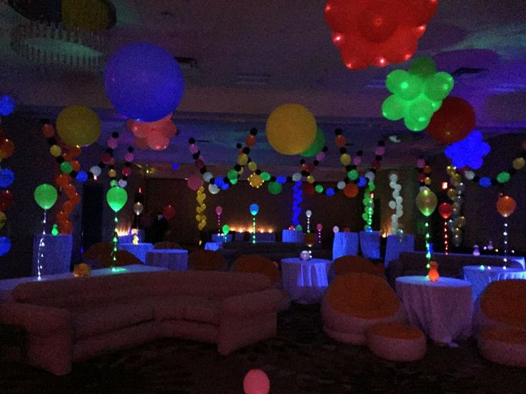 Peggy is at the FLOAT Balloon Convention and she created this stunning party decor out of Lite-a-Loon™ Balloons! #burtonandburton #litealoon #LEDballoons