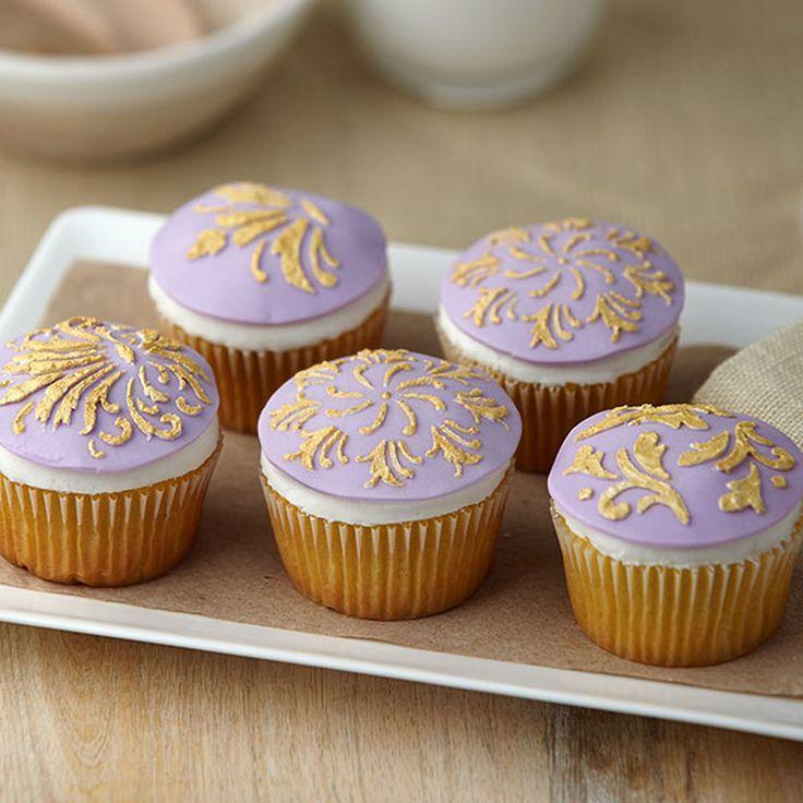 Best 25+ Wilton color mist ideas on Pinterest   Red velvet cake ...