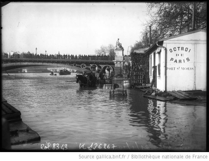 21/1/1910, Port Saint-Nicolas [actuellement Quai du Louvre, Paris, 1er arrondissement, avec vue sur le Pont des Saints-Pères] : [photographie de presse] / [Agence Rol
