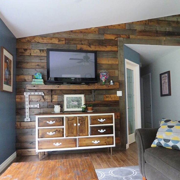 Go for Making a Wooden Pallet Wall