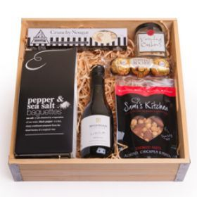 Don't go to a housewarming empty handed! Check out the Basic Black Gift Hamper perfect for a small housewarming party