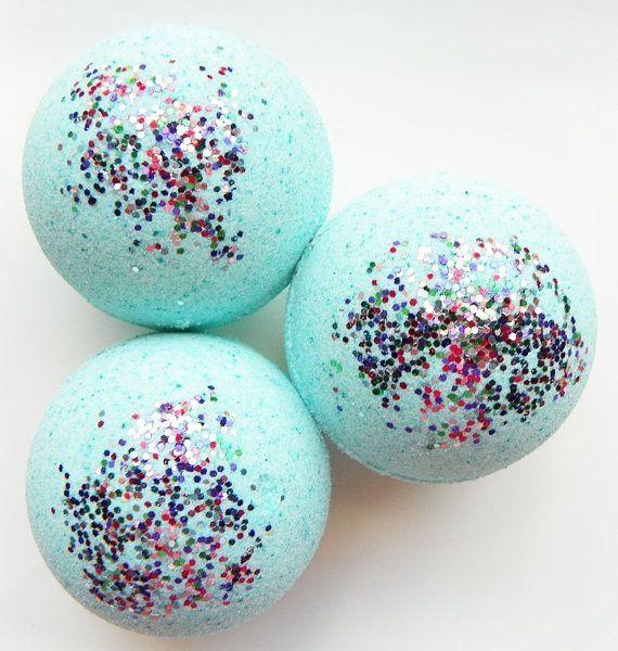 Diy Glitter Bath Bomb! 3 Tbsp Flour, 1/2 cup Baking Soda, 3 Tbsp Sea Salt, 2 tsp Olive oil, 2 tsp Essential oil (optional), 4 drops Food coloring and Glitter!!!