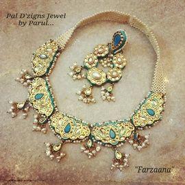 Indian Wedding Jewelry - 5 Pankhi Necklace | WedMeGood Beautiful Bridal 5 Pankhi Necklace with Polki Kundan, Pearls and Meenakari Work. Maang Tikka with Pearls, Polki Kundan and Meenakari. Find bridal jewelry on wedmegood.com #wedmegood #jewelry #polki #kundan #meenakari #pearls