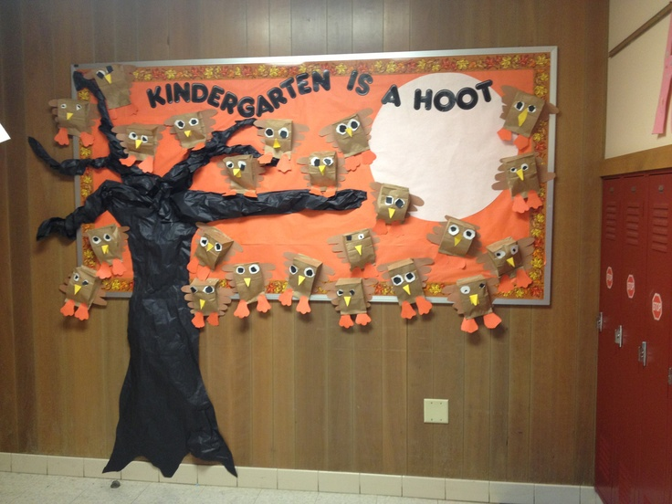 Kindergarten is a Hoot! Fall bulletin board with cute paper bag owls. [image only]