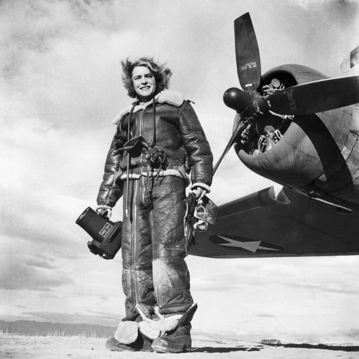 Margaret Bourke-White, première femme correspondante de guerre (elle couvrait la Seconde Guerre mondiale) et la première photographe féminine à travailler pour le magazine Life. Elle a réalisé sa première couverture en 1936.