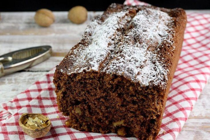 Il plumcake ricotta, cioccolato e noci è un dolce molto soffice e profumato, ideale per iniziare la giornata con una carica di gusto. Ecco la ricetta