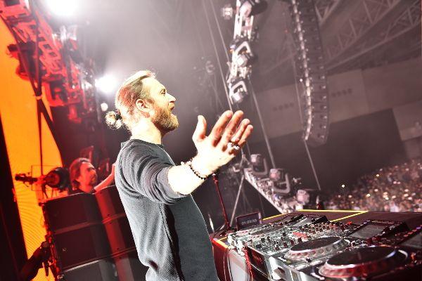 幕張メッセ・東京公演にて一瞬たりとも熱気は冷めることなくプレイするDavid Guetta(デヴィッド・ゲッタ)