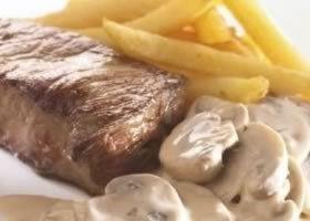Steak met 3 pepers en champignonsaus