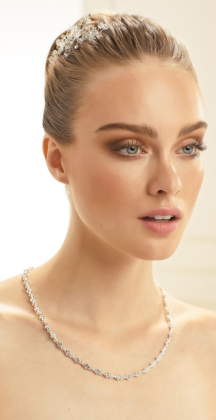 Shiny necklace N34 from Bianco Evento #collection2018 #newcollection #biancoevento2018 #biancoevento #hairstyles #weddingaccessories #hairjewellery #jewellery #weddingjewellery #weddingideas #bridetobe